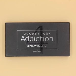 Younique Moodstruck Addiction Eyeshadow Palette